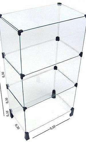 Balcão em vidro modulado para loja