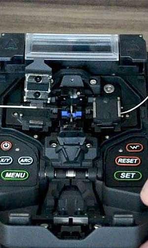 Serviços de manutenção em fibras ópticas
